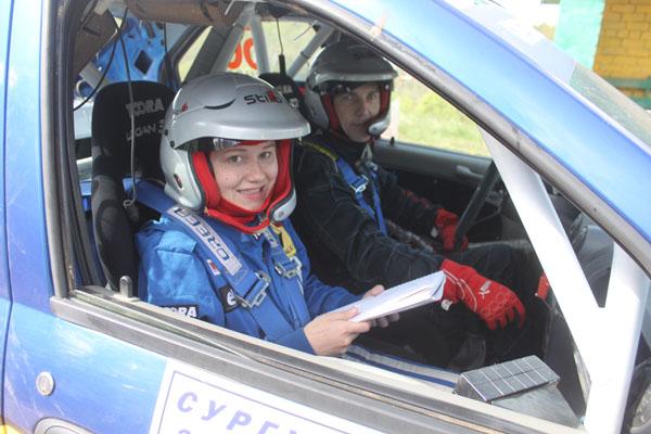 На фото: Сергей Алексеев и Дарья Никишина на финише первой секции ралли