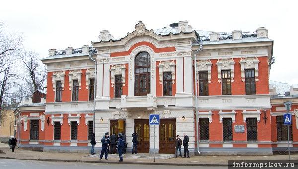 На фото: театр после реставрации