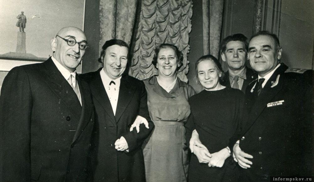 Встреча выпускников через 40 лет после выпуска. 1969-й