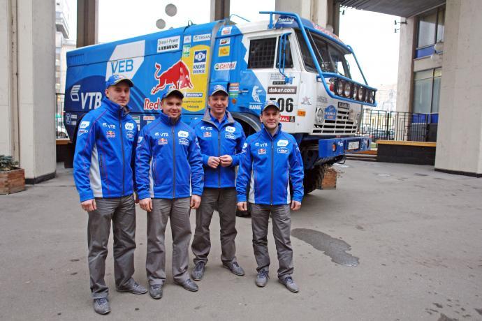 Антон Шибалов - первый слева