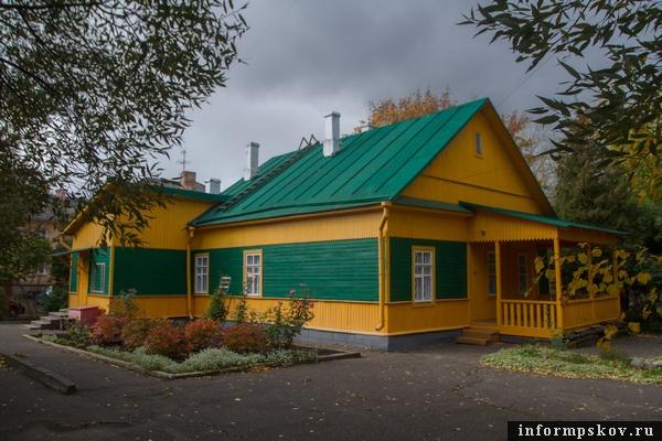 На фото: мемориальный дом-музей Виноградова в Великих Луках