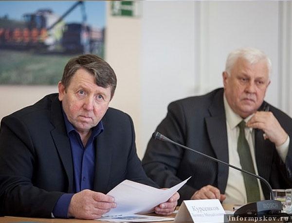 Леонид Курсенков (слева) пока не определился, участвовать ли ему в очередных выборах