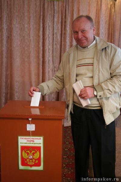 Лидер яблочников на прошлых себежских выборах и друг Льва Шлосберга Сергей Семёнов в этот раз не сможет принять участие в предвыборной гонке