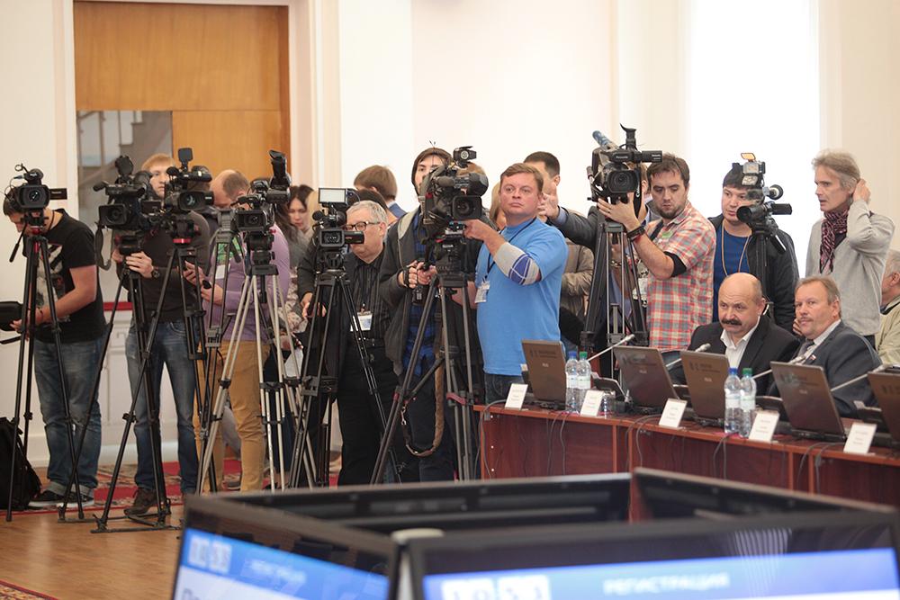 Впервые сессия Псковоблсобрания привлекла такое внимание прессы