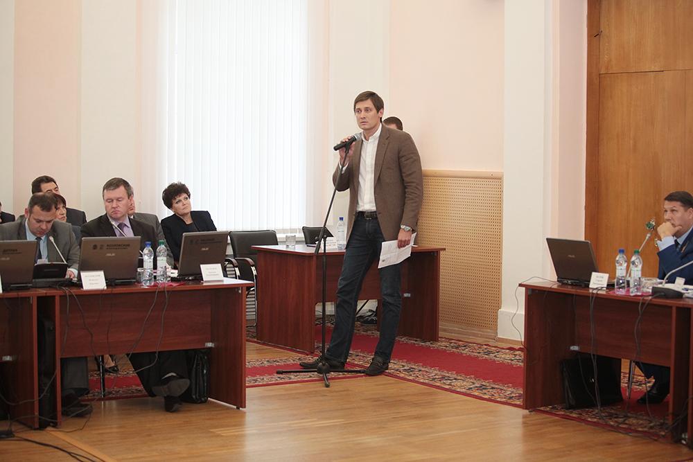 Защищать Шлосберга в Псков приехал не только опальный депутат Госдумы Дмитрий Гудков...