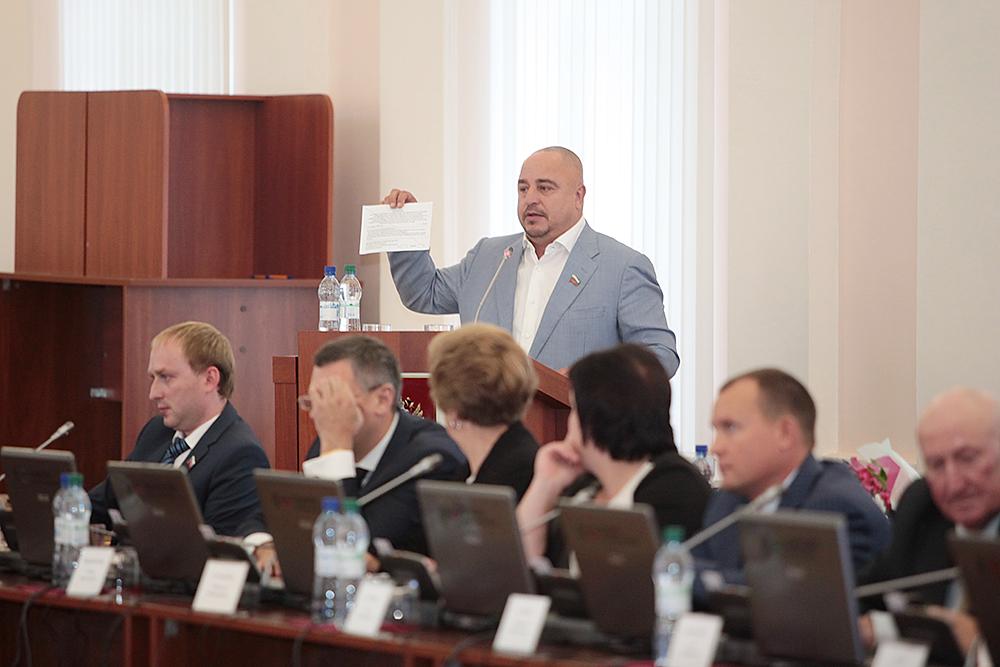 Севастьянов поспешил закрепить своё первенство в вопросе лишения Шлосберга мандата эмоциональными выступлениями на сессии