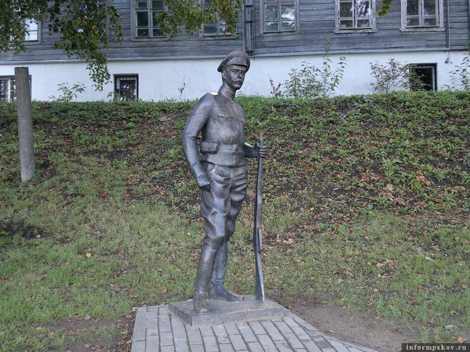 Фото памятника утром 9 сентября