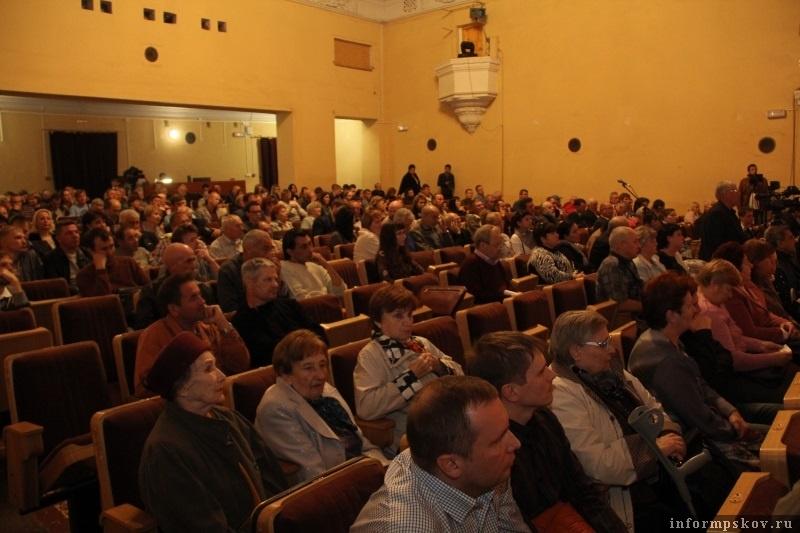 Участники слушаний. Фото с сайта pskovgorod.ru