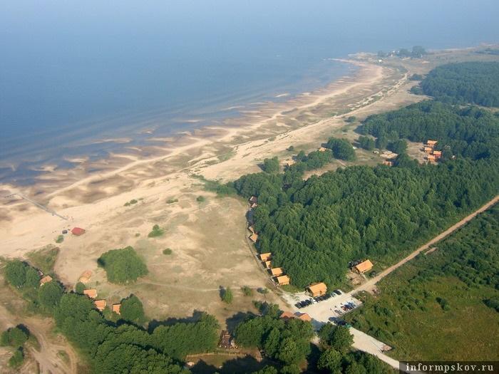 На берегах Чудского озера уже не мало коттеджных поселков и баз отдыха