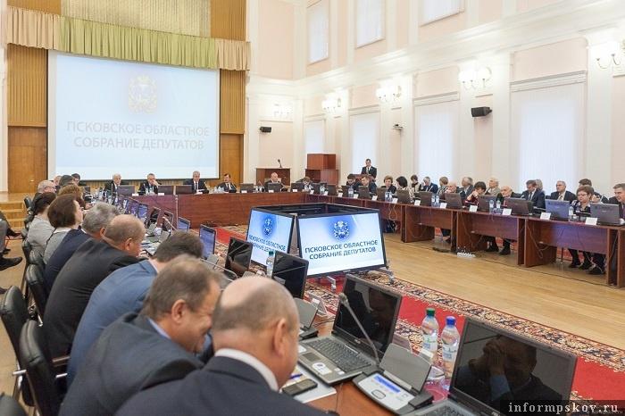 """Губернатор напомнил депутатам, что поиск """"внутренних резервов"""" в регионе продолжается. Фото с сайта pskov.ru"""