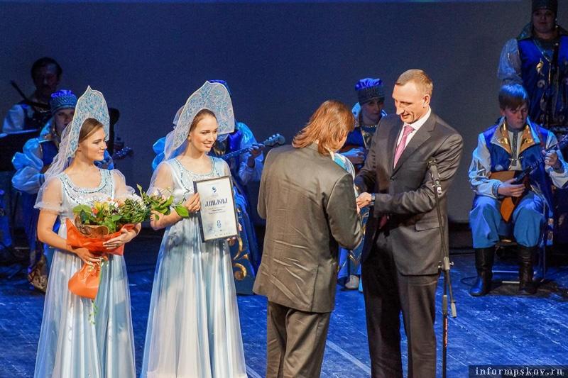 На фото: Александр Козловский на церемонии награждения