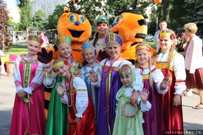 На фото: вокальный ансамбль «Забава»