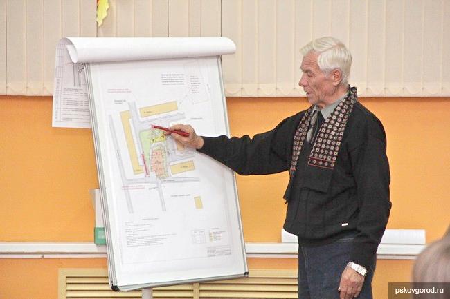 Интересы застройщика представлял на слушаниях и экс-председатель городского комитета по строительству и архитектуре Юрий Носов