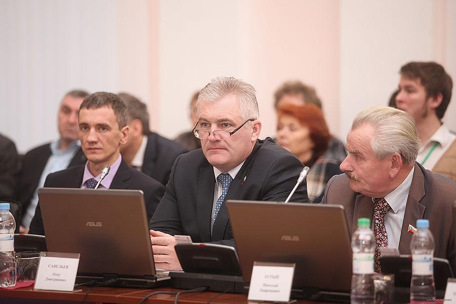 Николай Бурый (справа) и Олег Савельев (по центру)