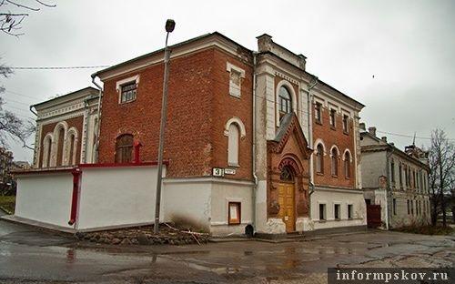 На фото: Здание театра кукол в Пскове