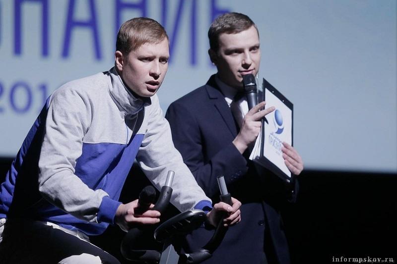 Публику веселили шутки ведущих Александра Робина и Владимира Дягилева