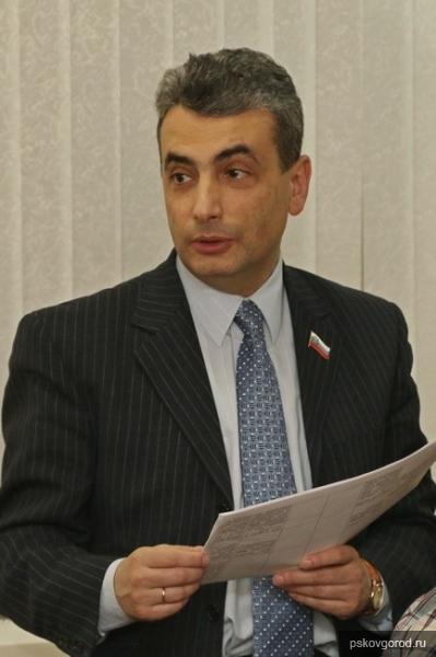 Шлосберг оказался единственным областным депутатом, пришедшим на общественные слушания