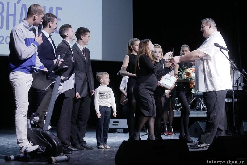 Хип-хоп группа «Хоть отбавляй!» награду вручил Александр Минин