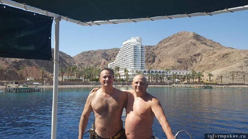 Михаил Гавунас (слева) и Николай Рассадин (справа) на отдыхе в Израиле