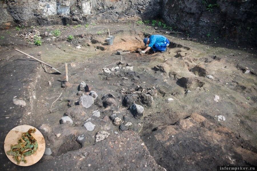 На фото: Остатки каменной постройки X-XI века