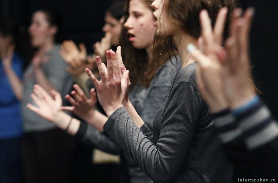 Репетиция песни на жестовом языке