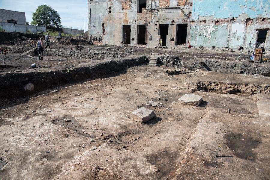 На фото: Остатки монастырской постройки неустановленного назначения