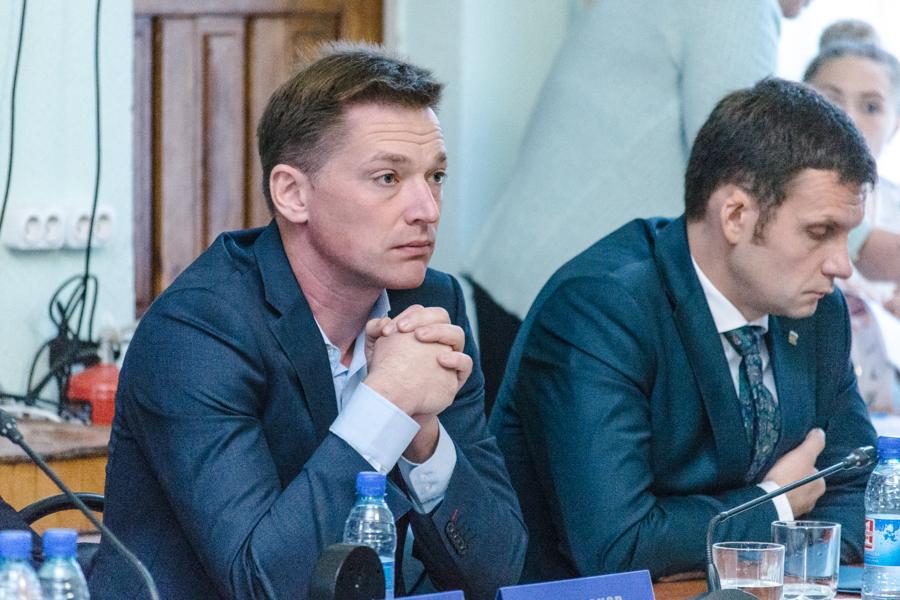 Дмитрий Барабанов (слева)