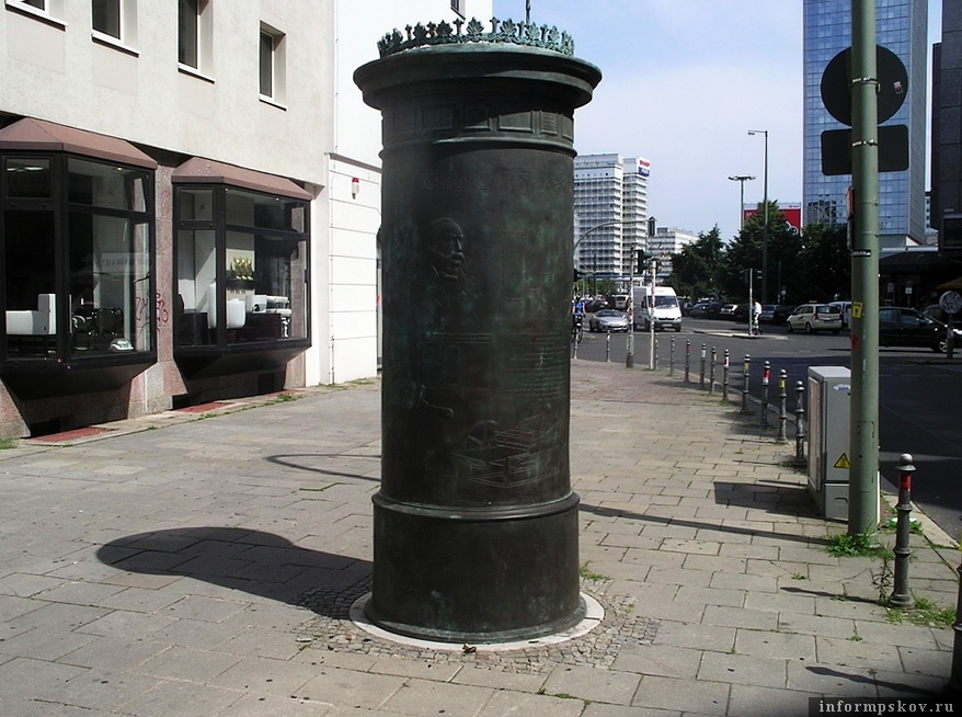 Памятник в виде тумбы Литфаса (Берлин)