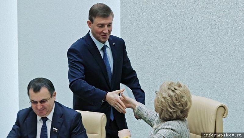 Андрей Турчак (в центре) и Валентина Матвиенко
