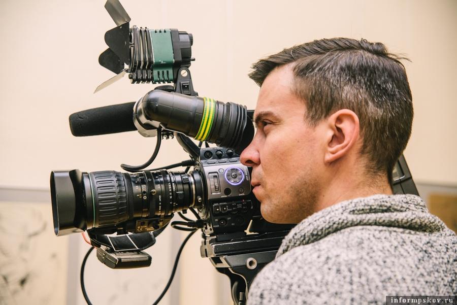 Жизнь для оператора сосредотачивается в видоискателе. (На фото: Евгений Бородин)
