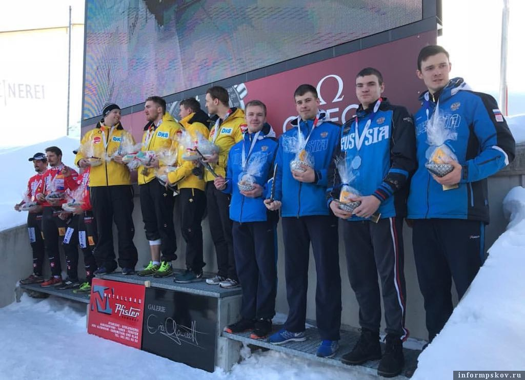 Фото федерации бобслея и скелетона России. Георгий Кузьменко на фото крайний справа.