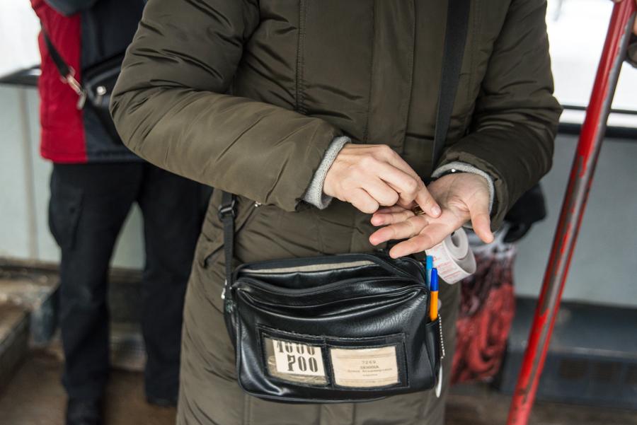 К концу смены сумка кондуктора весит несколько килограммов