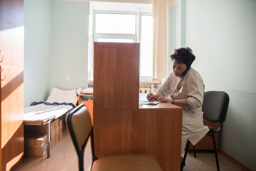 По специальному телефону Ольга Карнаухова консультирует коллег со всей области.