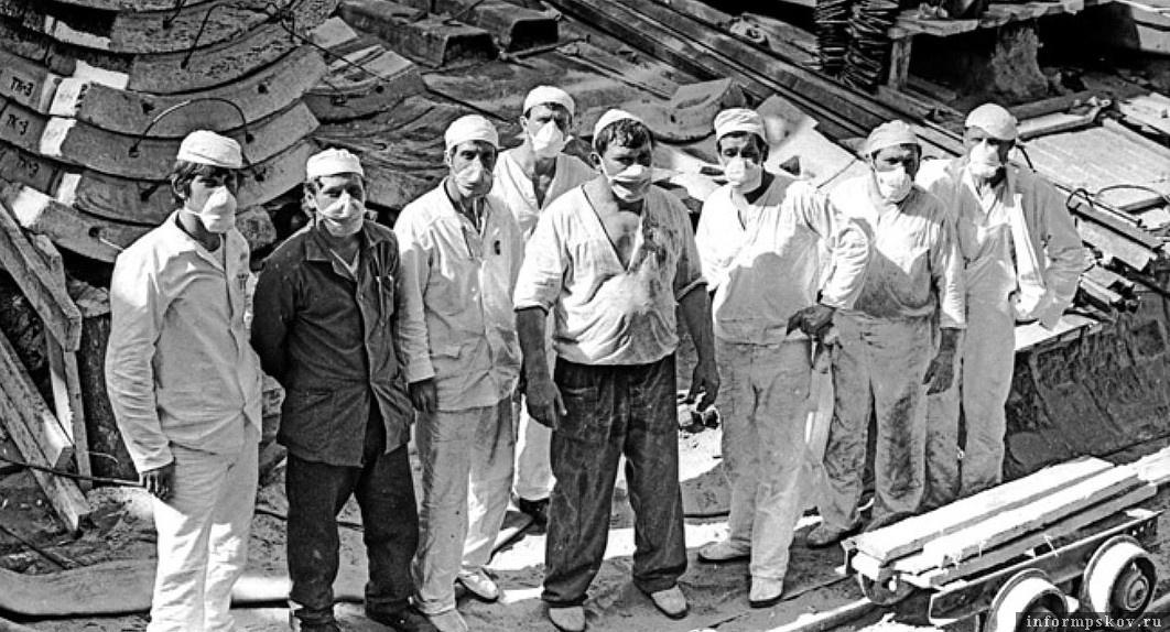 Ликвидаторы в «лепестках» (фото с сайта www.vv.com.ua)