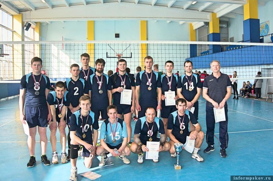 На фото: Команда Пскова - серебряные призеры Чемпионата России 1-й лиги (зона Северо-Запад) по волейболу.