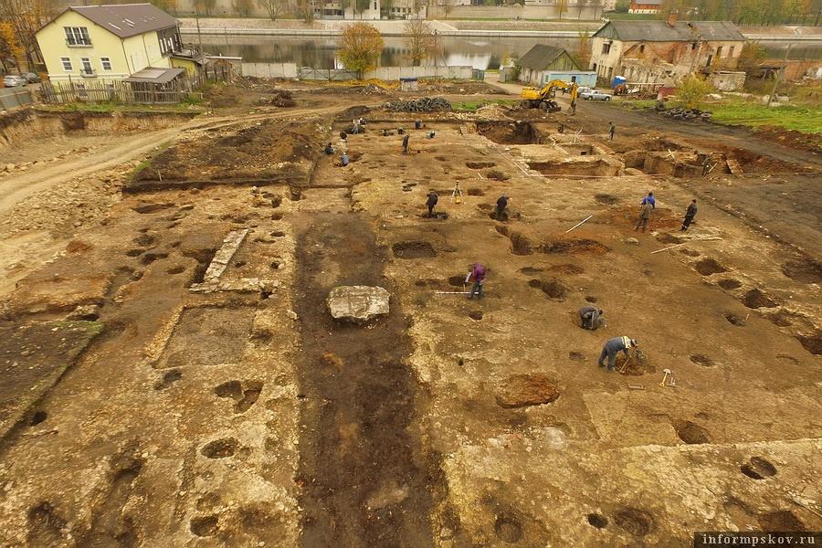Климентовский раскоп с высоты птичьего полёта. Фото предоставлено Псковским археологическим центром
