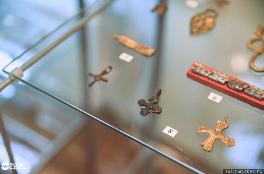 Нательные крестики XI века