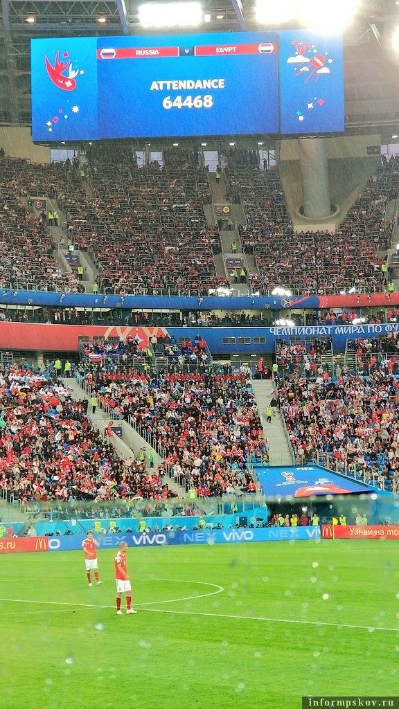 Трибуны стадиона в Санкт-Петербурге во время матча с Египтом. Фото из официального Твиттера сборной.
