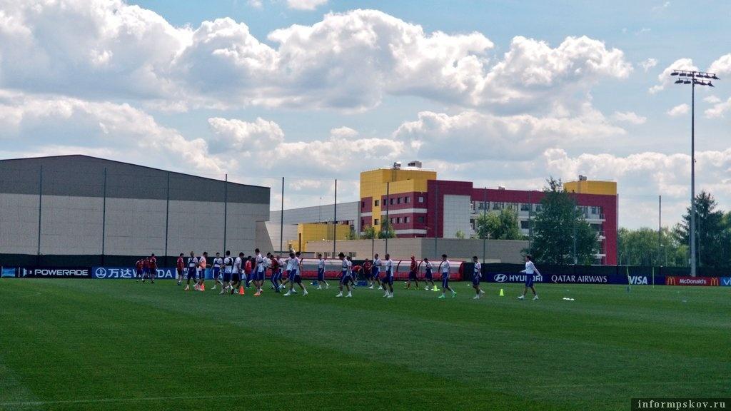 Сборная России тренируется перед матчем с Испанией. Фото из официального Твиттера сборной.