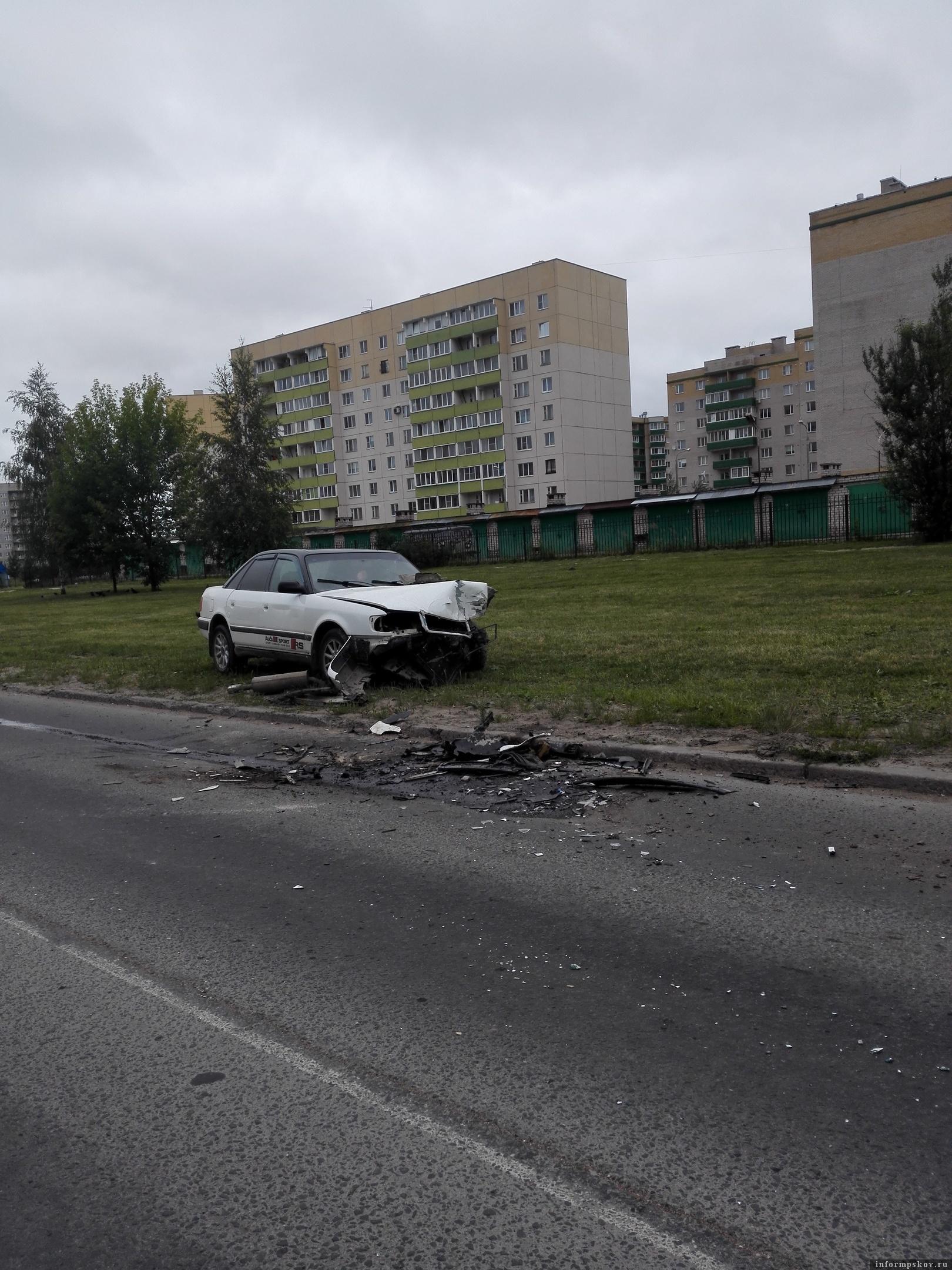 Фото очевидцев в группе «Жесть по-псковски» в социальной сети «ВКонтакте»