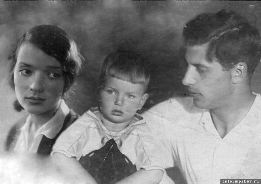 Павел Адельгейм с отцом и матерью