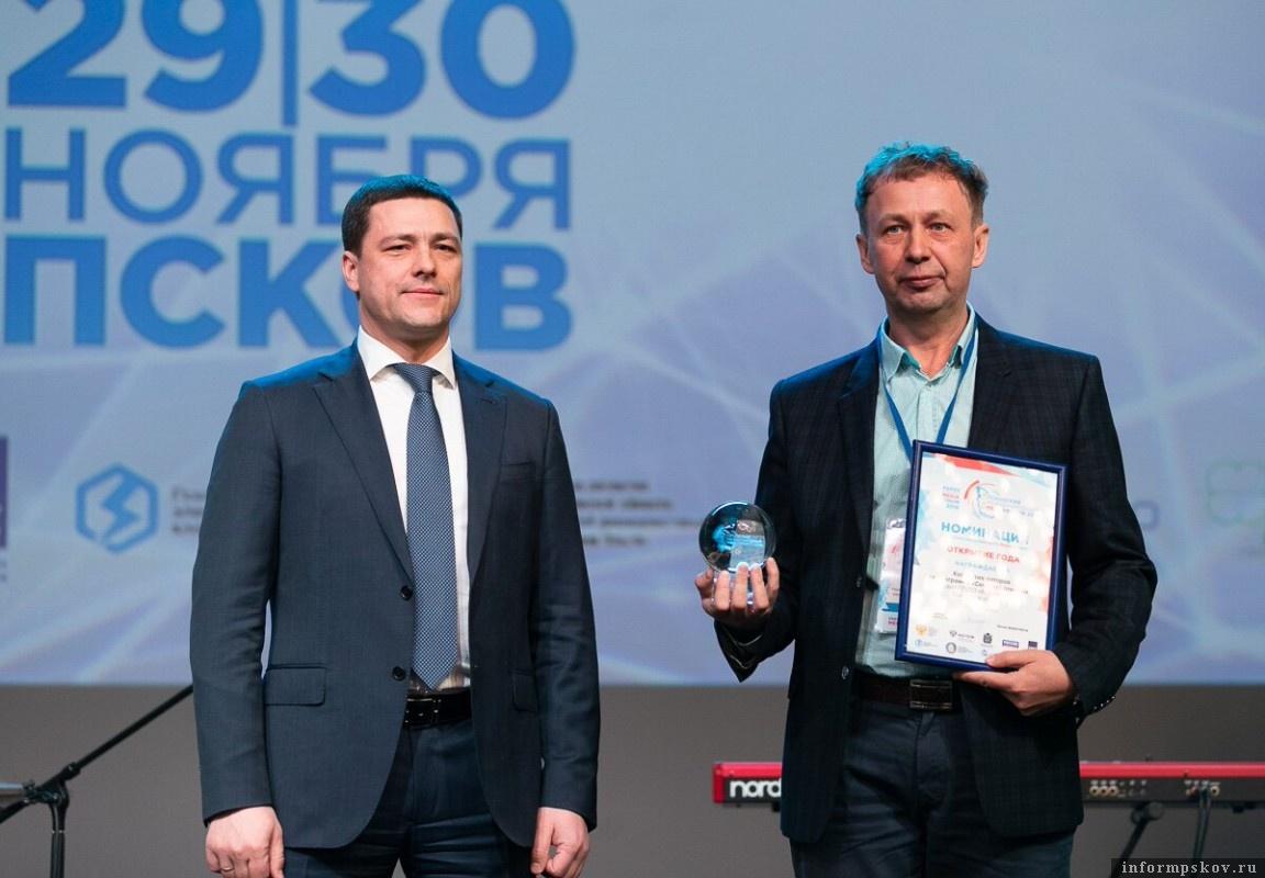 Михаил Ведерников и Андрей Калинин. Фото пресс-службы администрации Псковской области