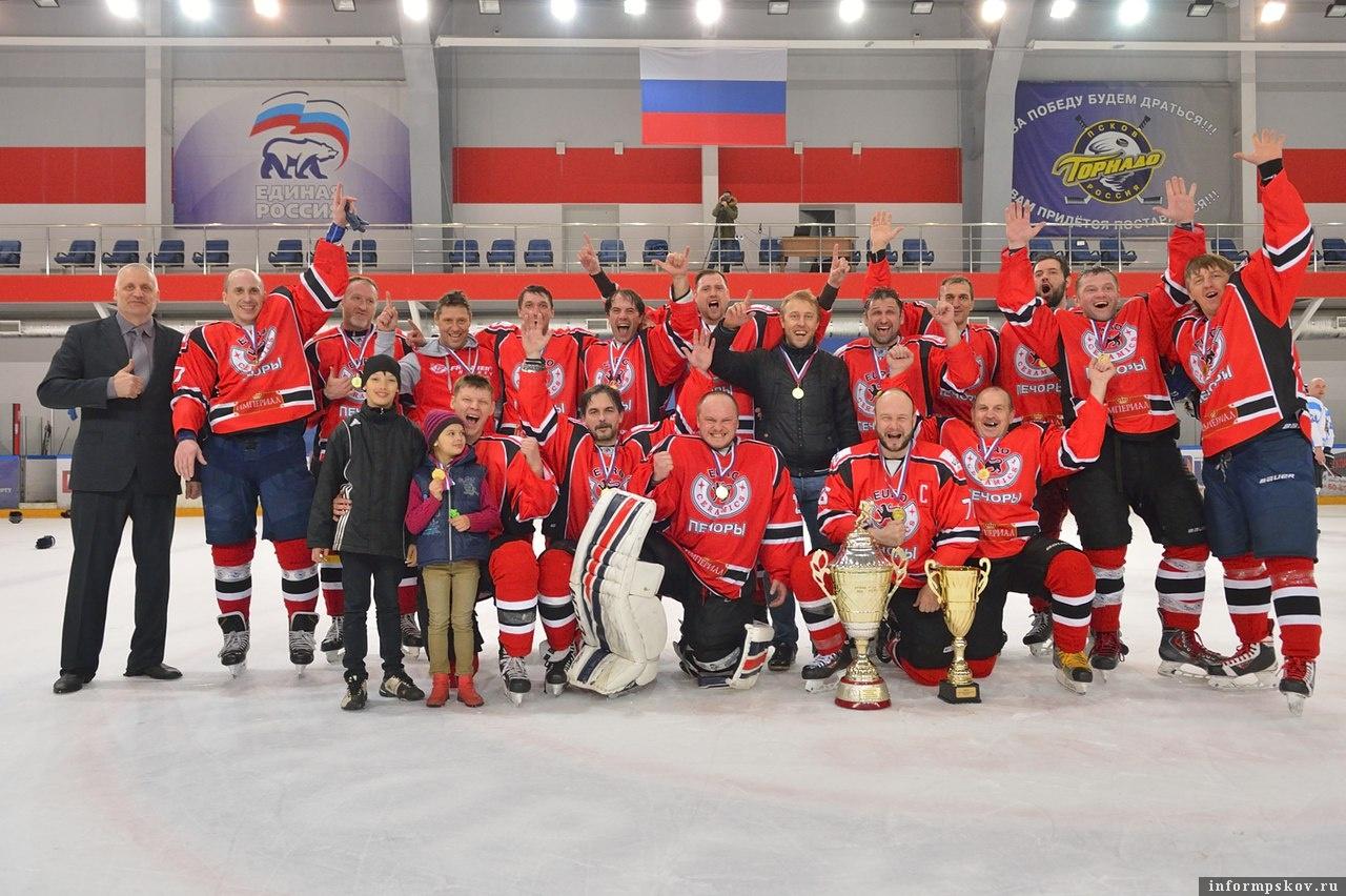 Печорская команда «Евро-Керамика» - чемпион Псковской области по хоккею сезона-2017-2018 годов (первый дивизион). Фото из социальной сети.