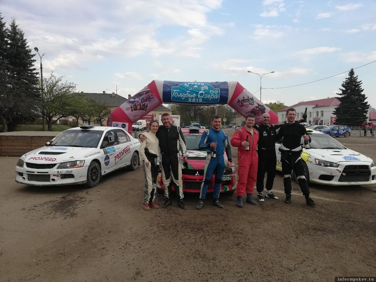 Победители гонки. Фото болельщиков