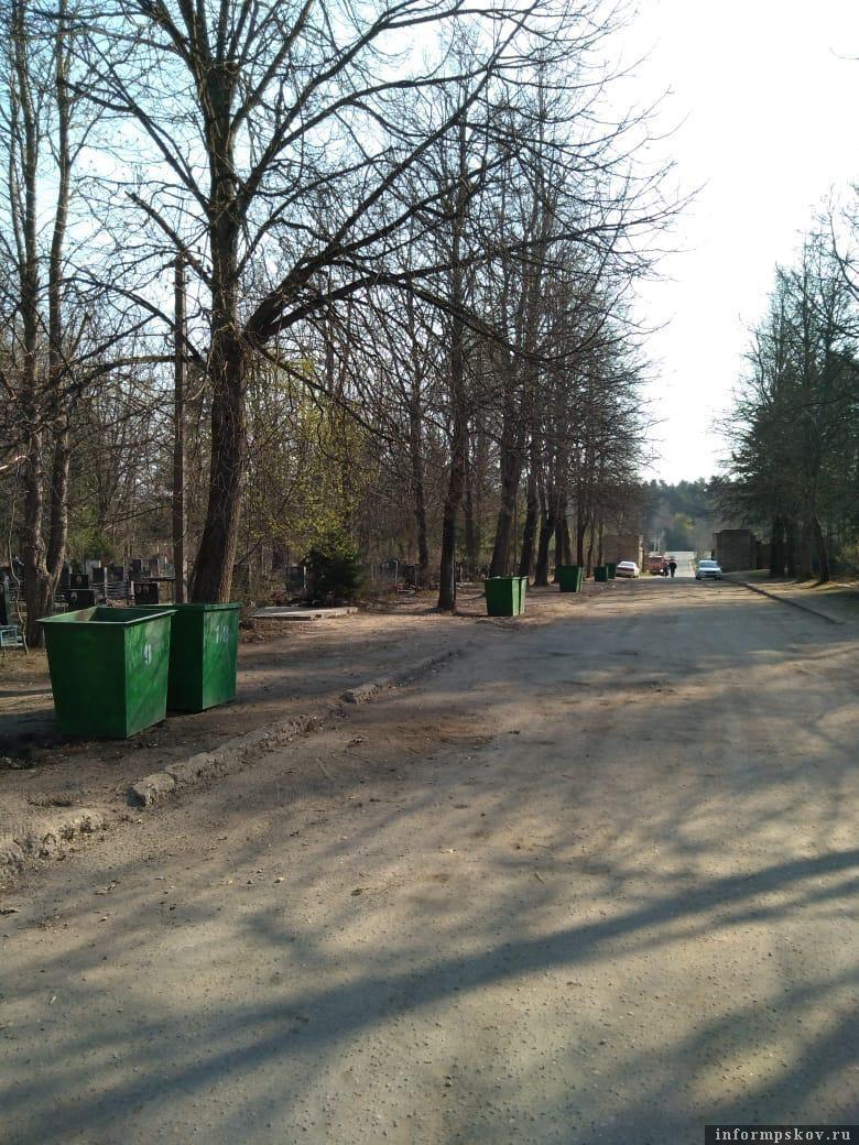 Убранный участок одного из городских кладбищ новым подрядчиком