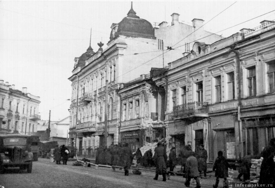 1943 год. Оккупированный немцами Псков. Здание Земского банка