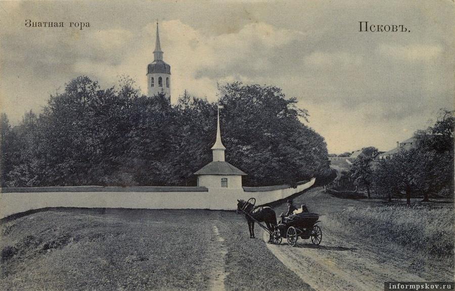 """Дореволюционная фотография подъезда к монастырю, на которой Снятная гора по ошибке названа """"Знатной"""""""