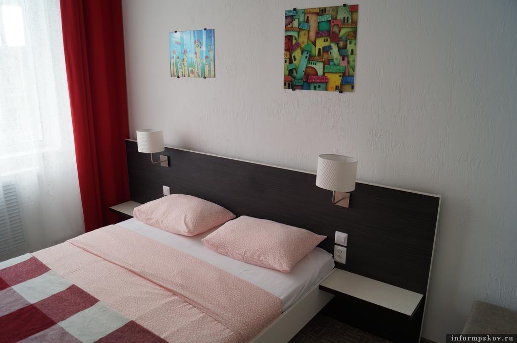 На фото: номер в отеле за 9 тысяч рублей за две ночи. Фото с сайта booking.com
