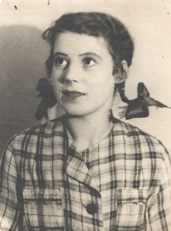 """Мирра Горская в спектакле """"Счастье"""", 1949 год"""