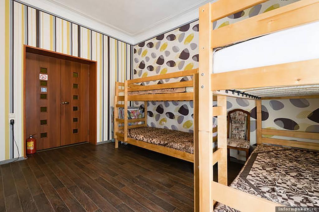 """На фото: комната в хостеле """"Счастливый случай"""". Фото с сайта booking.com"""
